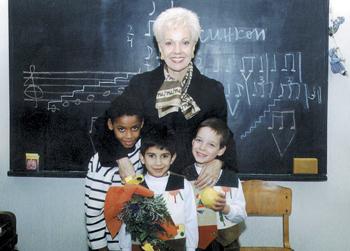 Малкият Виктор (в ляво) е участвал във фондацията на Райна Кабаиванска